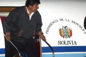 Morales stapt uit regeringsvliegtuig van Bolivia