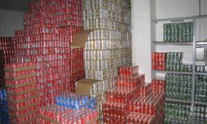 illegale bieropslagplaats zonder temperatuurregeling en met over de datum en kapotte blikjes