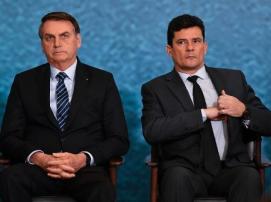 presidente-jair-bolsonaro-e-ministro-sergio-moro-lado-a-lado-em-solenidade-no-palacio-do-planalto-em-outubro-de-2019-1587756507302_v2_450x337